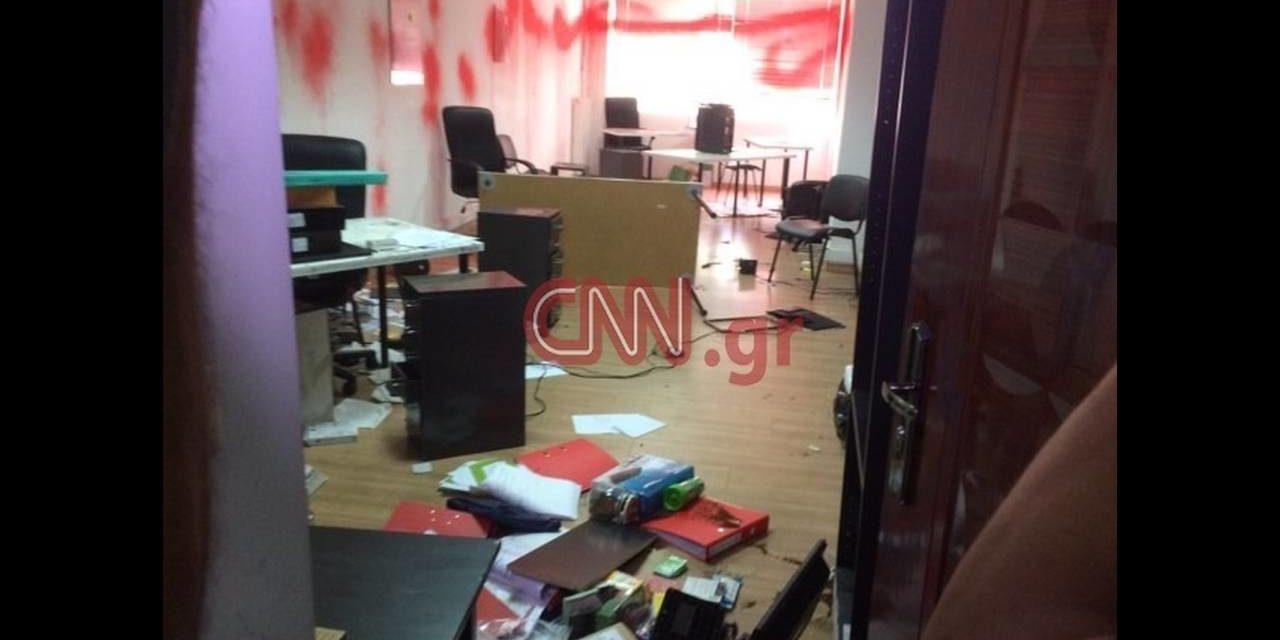 Παρέμβαση στο Δημαρχείο Τήνου για τη δολοφονία δύο εργατών