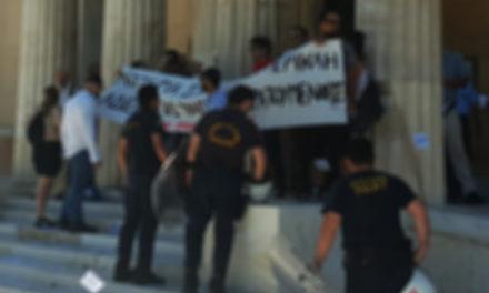 Παρέμβαση του Ρουβίκωνα στη Βουλή, για Ηριάννα-Περικλή και άδειες