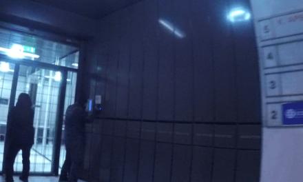 """Επίθεση με μπογιές στα γραφεία των εφημερίδων """"Espresso"""" και """"Δημοκρατία"""" (+ βίντεο)"""